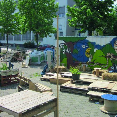 Hochbeete und Sitzgelegenheiten auf dem Lucie-Flechtmann-Platz