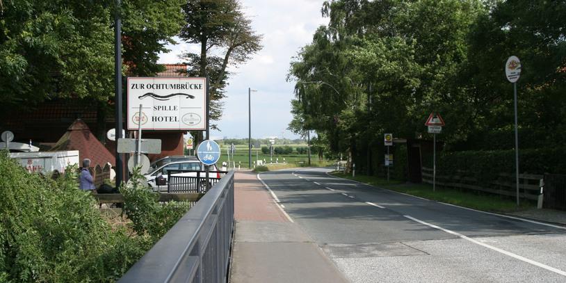 Die Stromer Landstraße mit einem Lokal.