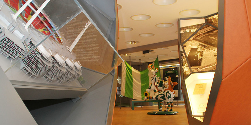 Eine Innenaufnahme aus dem Museum, zeigt einen Querschnitt des Stadiums.