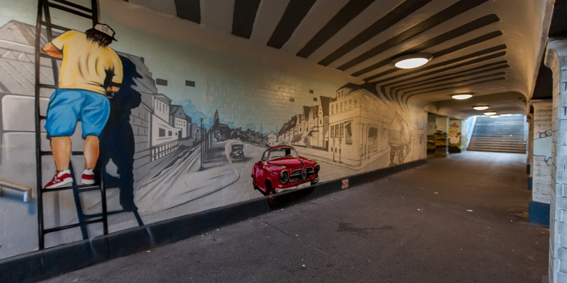 Die Fußgängerunterführung am Bahnhof Sebaldsbrück mit Graffitis.