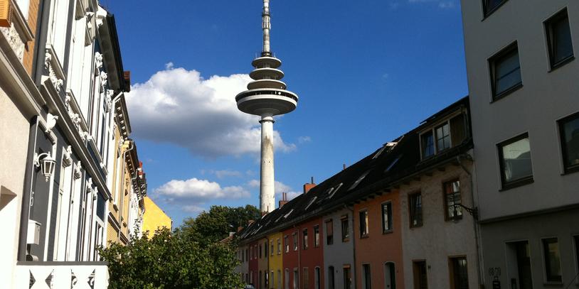 Die Grenzstraße mit dem Fernsehturm im Hintergrund. (Foto: WFB / bremen.online - VK)