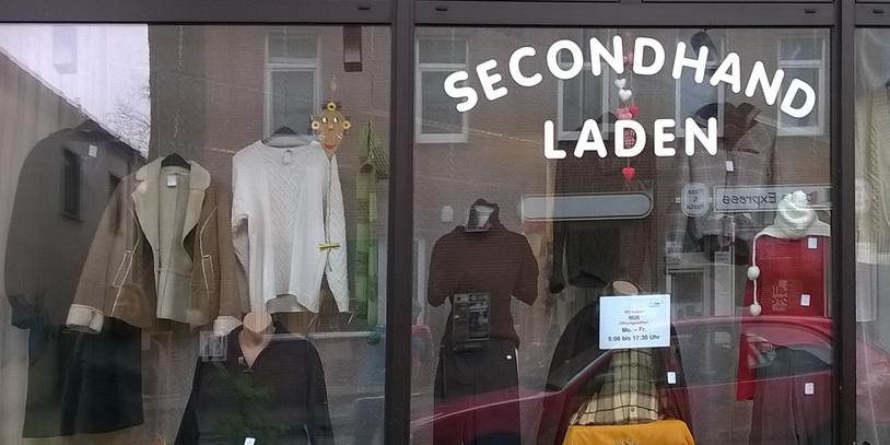 Schaufenster eines Second Hand Geschäftes