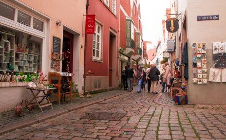 Eine Einkaufsstraße im Schnoor