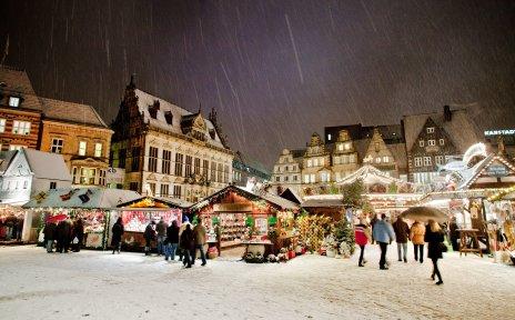 Weihnachtsmarkt in Bremen bei Schneefall