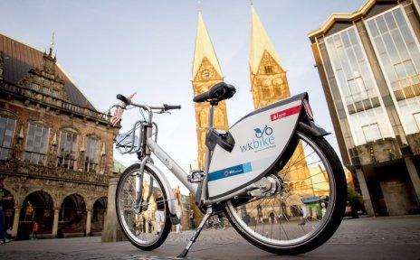 Auf dem Bremer Marktplatz steht das neue WK-Bike.