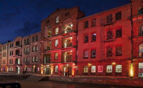 Hafenmuseum Speicher XI bei Nacht