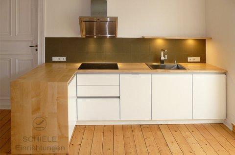 Ein Beispiel einer hellen und modernen Küche