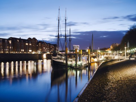 Schiff vor dem Anleger an der Schlachte (Quelle: Wustmann/bremen.online GmbH)