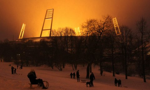 Die Rasenbeleuchtung im Weserstadion bei Schnee, Quelle: Hartmuth Bendig
