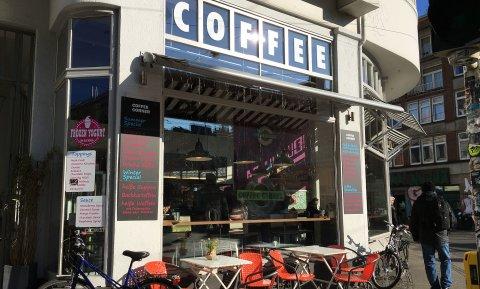 """Blick auf die Fassade des Cafés """"Coffee Corner"""" am Sielwall im Viertel."""