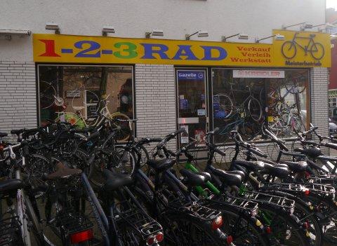 1-2-3 Rad; Ladengeschäft von Außen