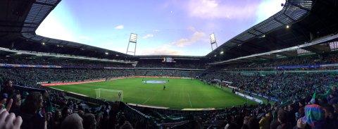 Panoramablick vom Zuschauerrang ins Weser Stadion