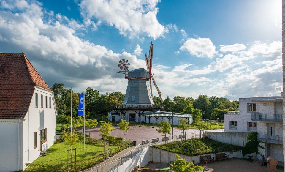 Die historische Windmühle in Arbergen von der Seite fotografiert.