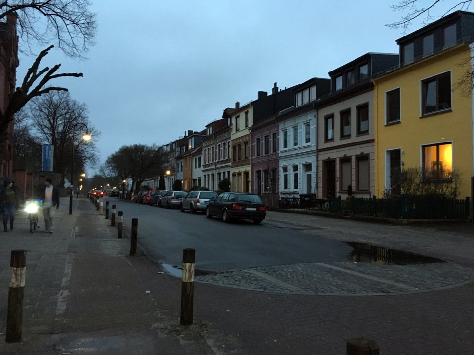 Abendstimmung in einer Straße in Walle (Foto: privat/JUA)