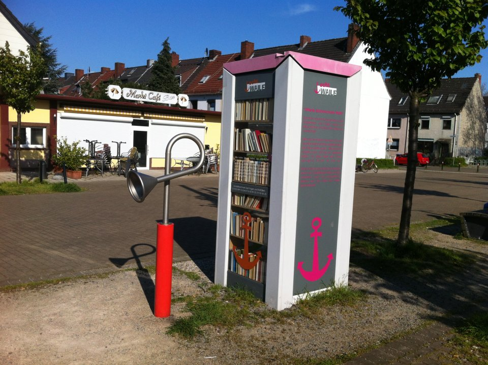 Eine ausgediente Telefonzelle dient heute als öffentlicher Bücherschrank an der Wartburgstraße. (Foto: privat / VK)